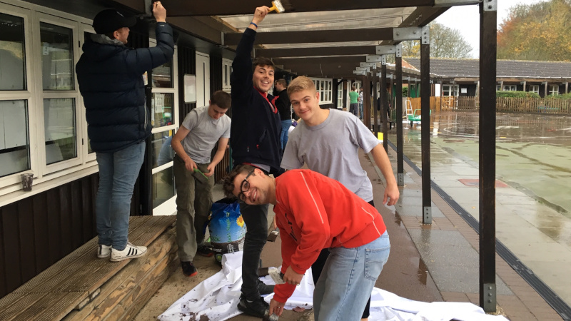 School tackles paint job with help from Oxford Brookes rugby team.