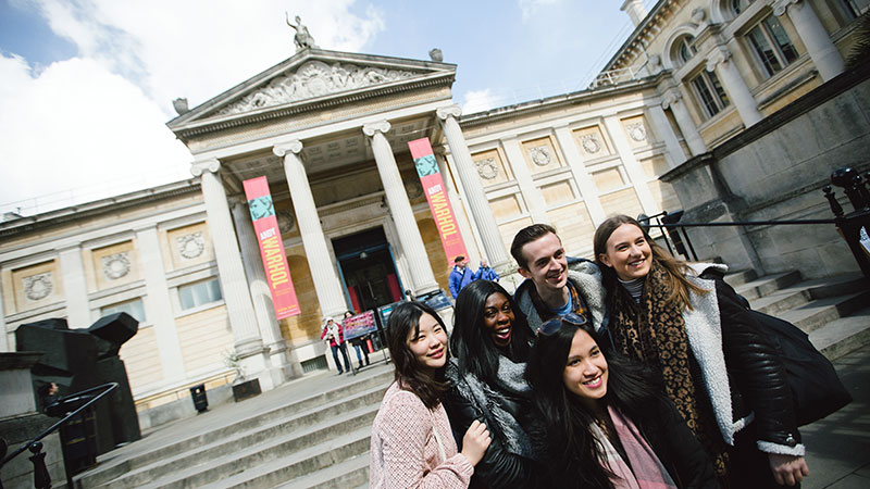 Oxford: the world-renowned Ashmolean Museum