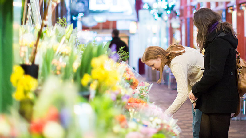 Oxford: buying flowers in the Covered Market