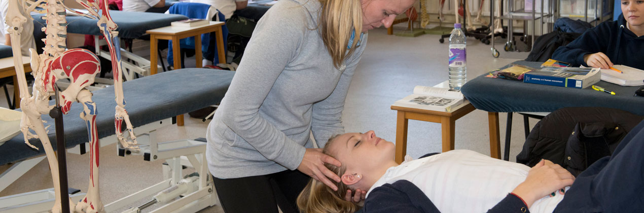 physio-students-in-practical-banner-1270-x-420
