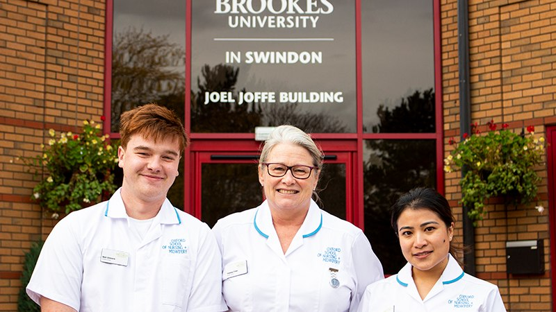 Nursing-Students-20th-anniversary-Swindon-800x450