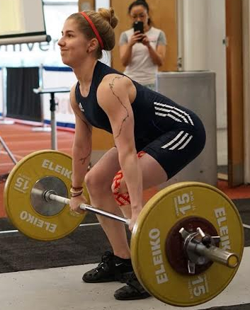 Karolina setting up for her lift