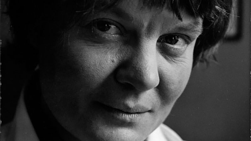 Iris Murdoch: Novelist or Philosopher?