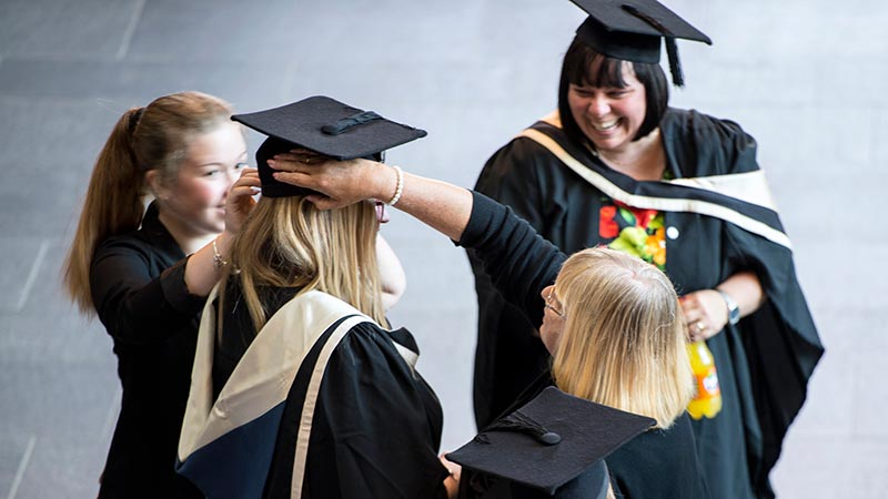 Gown hire - Oxford Brookes University
